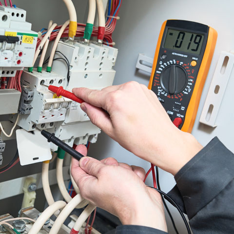 Coquitlam Electrician using voltmeter to do diagnosis